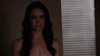 Aida saluda a Fitz sin su ropa puesta