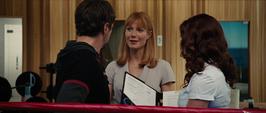Stark, Potts y Romanoff terminan de firmar documentos