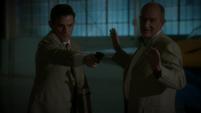 Fennhoff le ordena a Sousa matar a Thompson