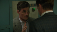 Sousa le pide a Jarvis desactivar la bomba