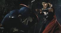 Thor apunto de atacar al Capitán América