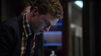 Fitz entrando al sistema de seguridad de Quinn