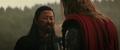 Hogun feliz por la oferta de Thor