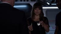 Skye sorpendida por la asignación de Coulson
