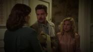 Stark con Lorraine y Carter en el hotel
