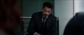 Stark escucha a Ross hablar de los Acuerdos de Sokovia