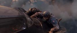 Rogers se sostiene de la aeronave