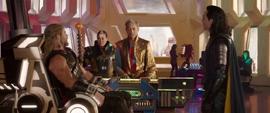 Thor ve a Loki y al Gran Maestro