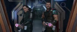 Thor y Loki apuntando