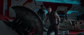 Thor durante una pelea con Hulk en el cuarto