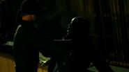 Murdock amenaza a Barrett