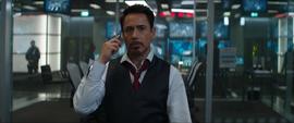 Stark habla por teléfono