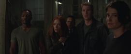 Rogers y los demás descubren a Fury vivo