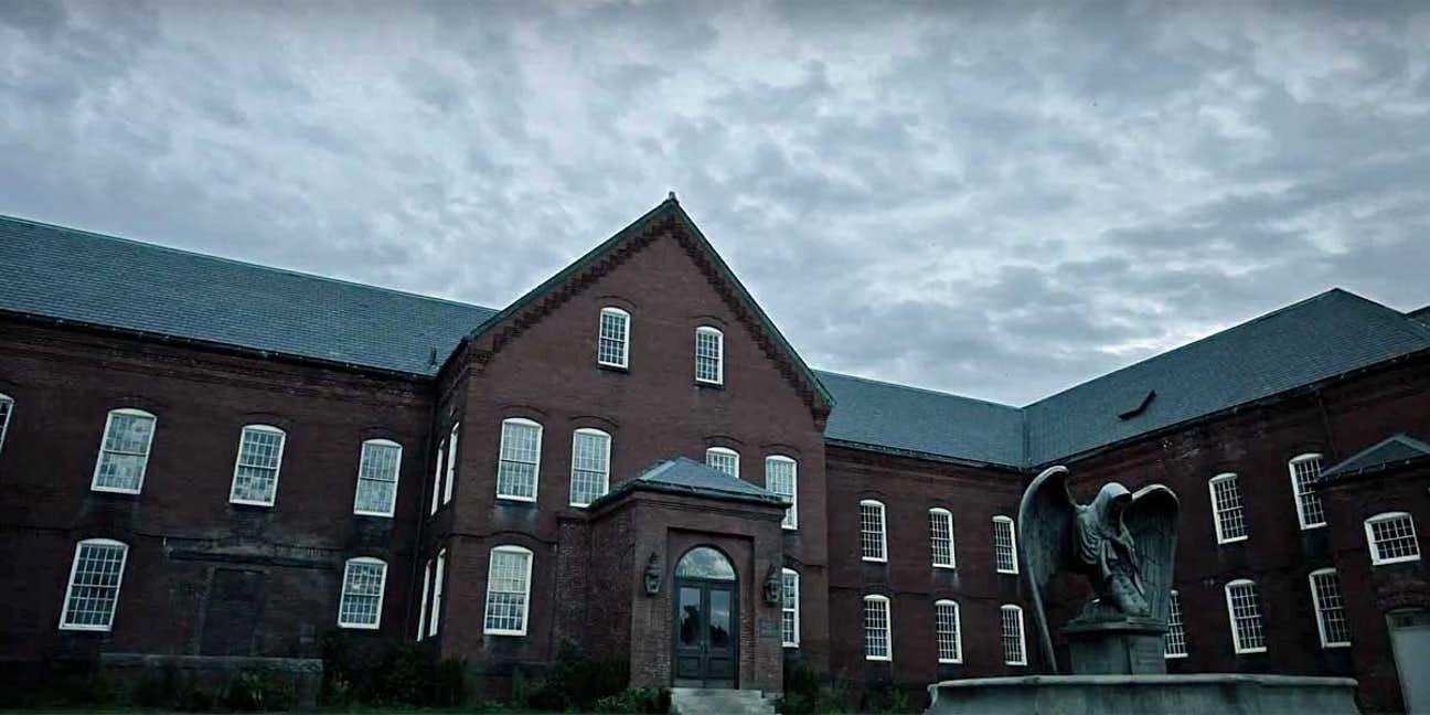 Milbury Hospital from The New Mutants (film) 001.jpg