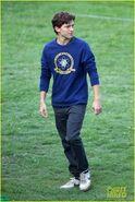Tom-holland-wears-school-sweatshirt-on-spider-man-homecoming-set-17