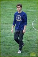Tom-holland-wears-school-sweatshirt-on-spider-man-homecoming-set-15