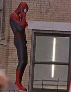 Amazing-spider-man-hanging