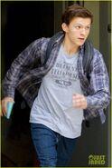 Tom-holland-sprints-spider-man-set-atlanta-02