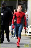 Tom-holland-looks-buff-while-filming-spider-man-in-nyc-05