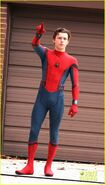 Tom-holland-looks-buff-while-filming-spider-man-in-nyc-15