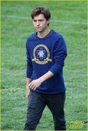 Tom-holland-wears-school-sweatshirt-on-spider-man-homecoming-set-14