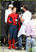 Tom-holland-looks-buff-while-filming-spider-man-in-nyc-14