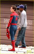 Tom-holland-looks-buff-while-filming-spider-man-in-nyc-03