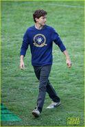 Tom-holland-wears-school-sweatshirt-on-spider-man-homecoming-set-18
