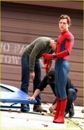 Tom-holland-looks-buff-while-filming-spider-man-in-nyc-10