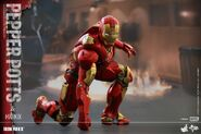 Iron Man Mark IX and Pepper Hot Toys 15
