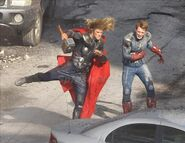 Avengers-chris-hemsworth-chris-evans-set-photo-01-600x464