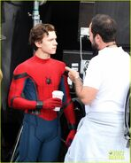 Tom-holland-looks-buff-while-filming-spider-man-in-nyc-13