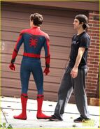 Tom-holland-looks-buff-while-filming-spider-man-in-nyc-06