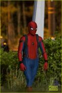 Tom-holland-spiderman-night-shoots-stunt-note-05
