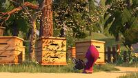34 Маша и пчёлы