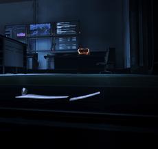 Guarda sotto la scrivania