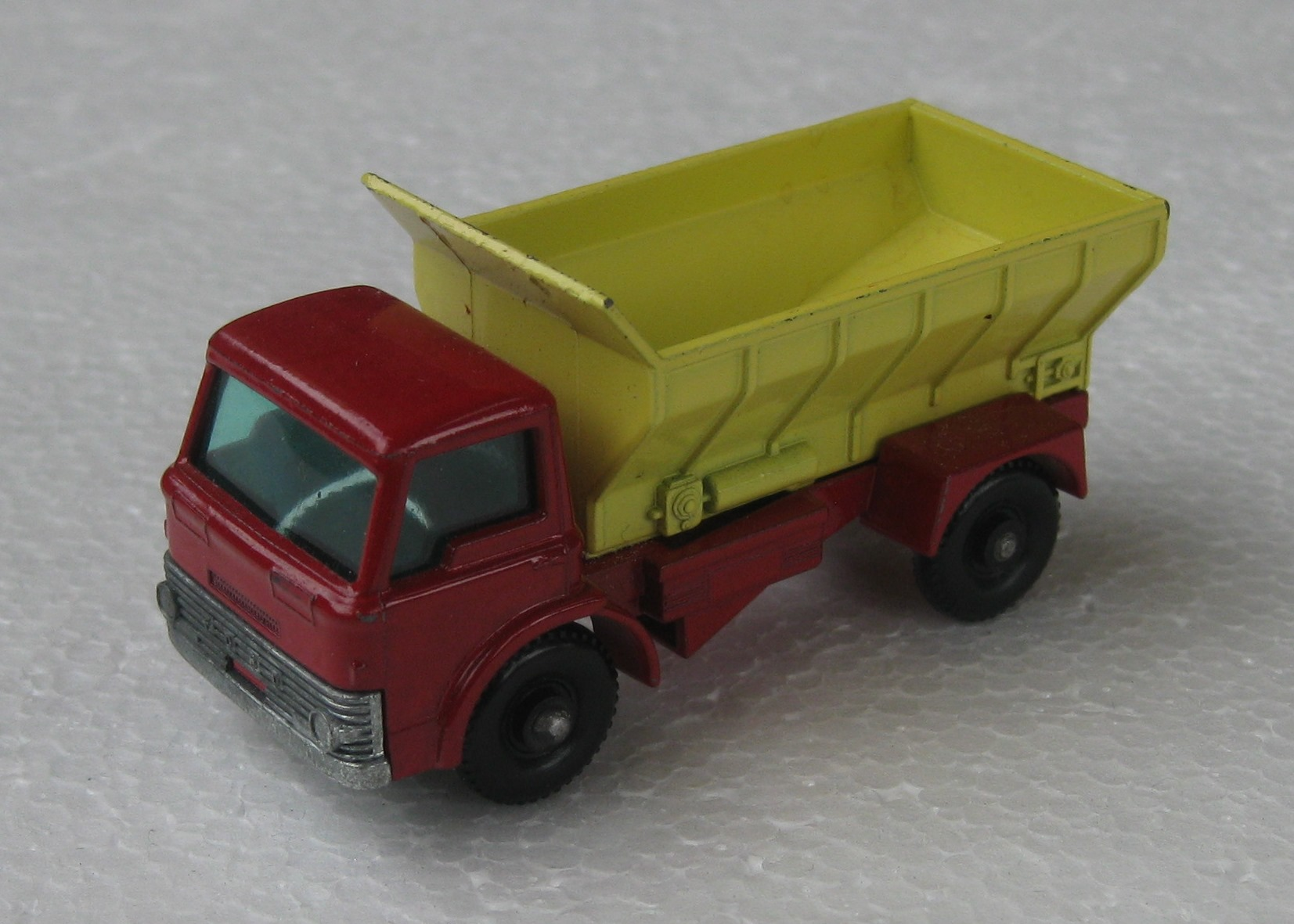 Grit-Spreading Truck