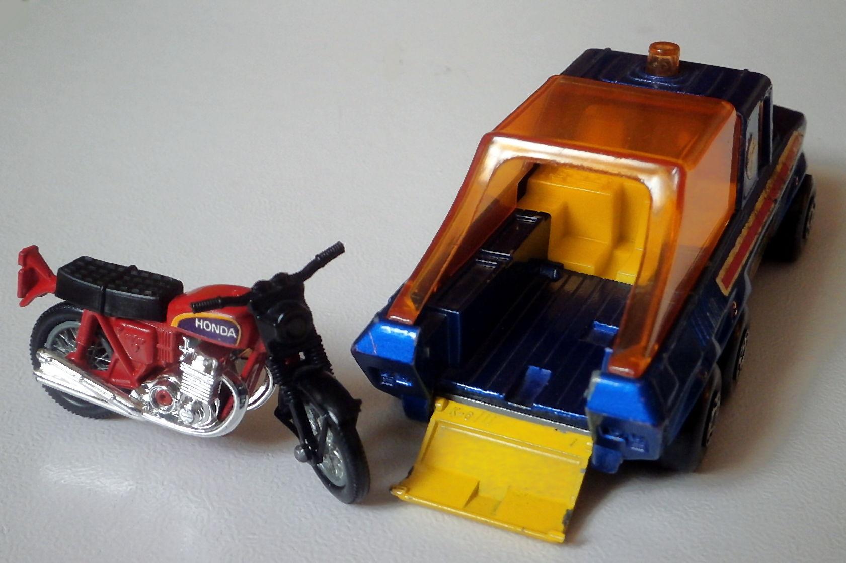 Motor Cycle Transporter (K6)
