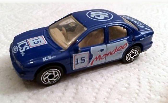 Ford Mondeo Ghia 1995.jpg