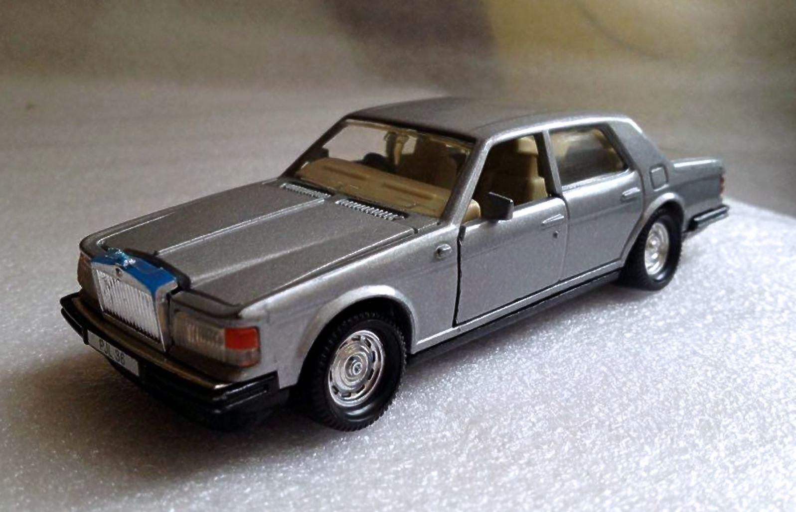 Rolls Royce Silver Spirit (1988-92).jpg