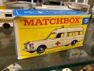 MB03 Mercedes-Benz Binz Ambulance - regular wheels - box