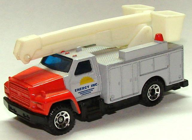 8933 Utility Truck.JPG