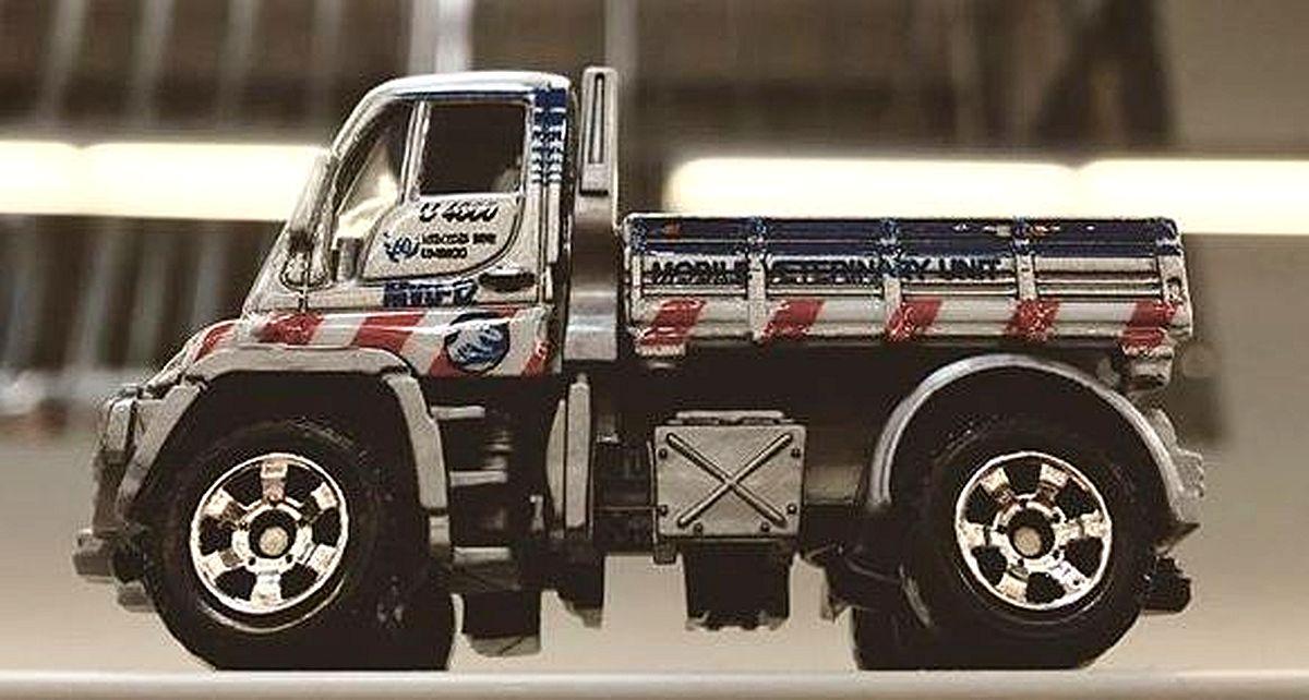 Mercedes-Benz Unimog U300 (Jurassic World-Prototype).jpg