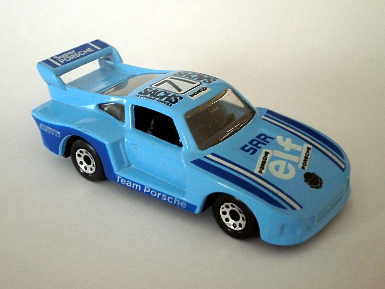 Racing Porsche 935