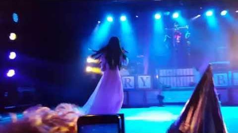 Melanie Martinez - Pity Party (live in Antwerp, Trix)