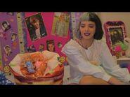 Melanie Martinez jogando Verdade ou Desafio em uma festa do pijama!