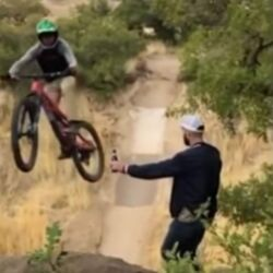 Video de la Moto y la Botella