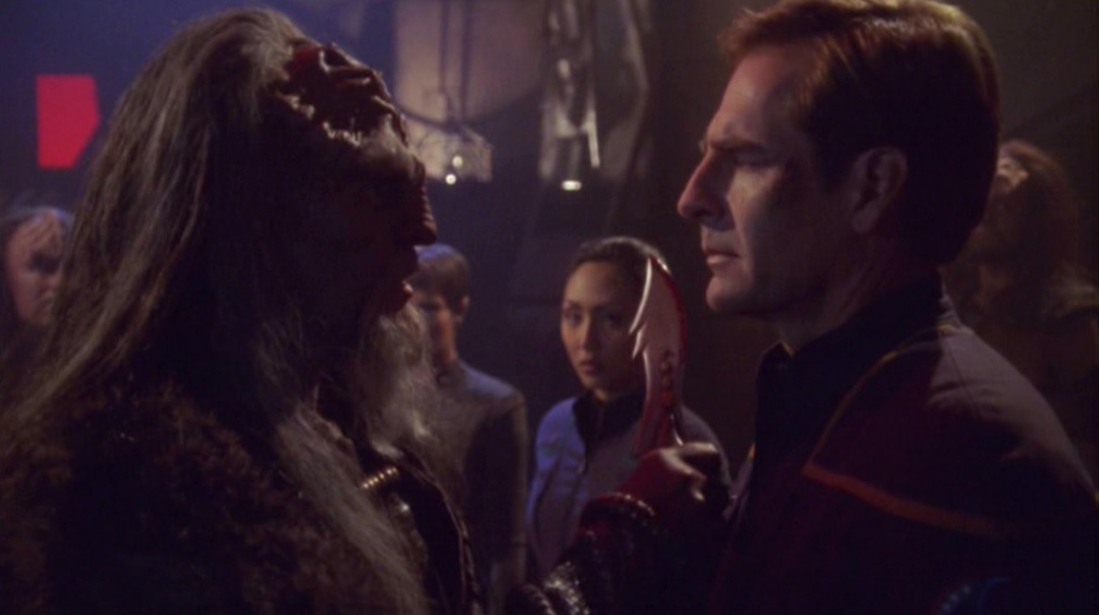 Archer beim klingonischen Kanzler.jpg
