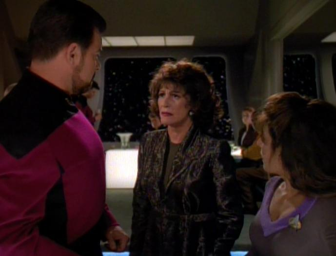 Lwaxana Troi macht Riker Vorwürfe.jpg