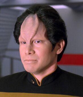 Lt. Kwan, a half-Napean Starfleet officer